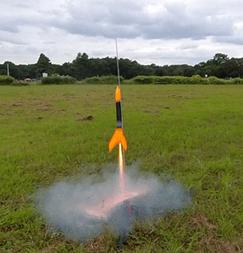 モデルロケットを通して技術を学ぶ【電気エンジニアトレーナー加藤です】
